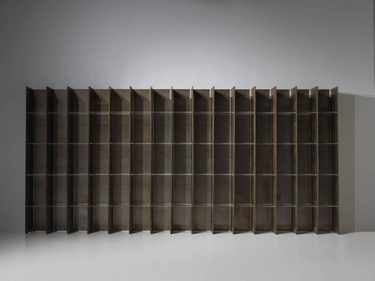 Carla Venosta & Guido Zimmerman for Arflex, bookcase 'Valiant', in steel and plexiglass, Italy, 1971.   This steel bookcase with plexiglass shelves has a clean and geometric design which is emphasized by the rawness of the materials. The steel