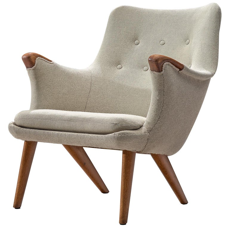 Danish Lounge Chair in Oak and Light Grey Fabric, 1960s For Sale