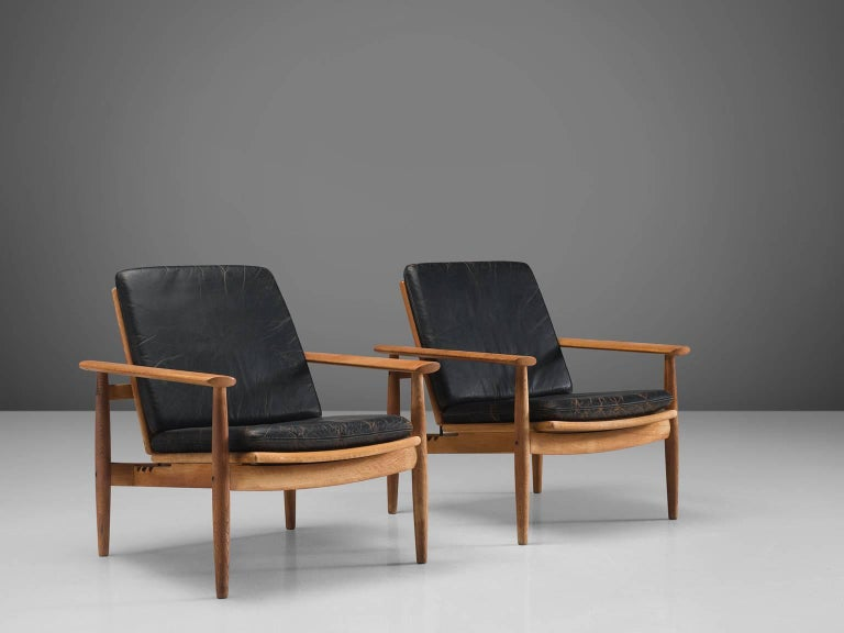 Johan Hagen Oak Armchairs in Original Leather In Good Condition For Sale In Waalwijk, NL