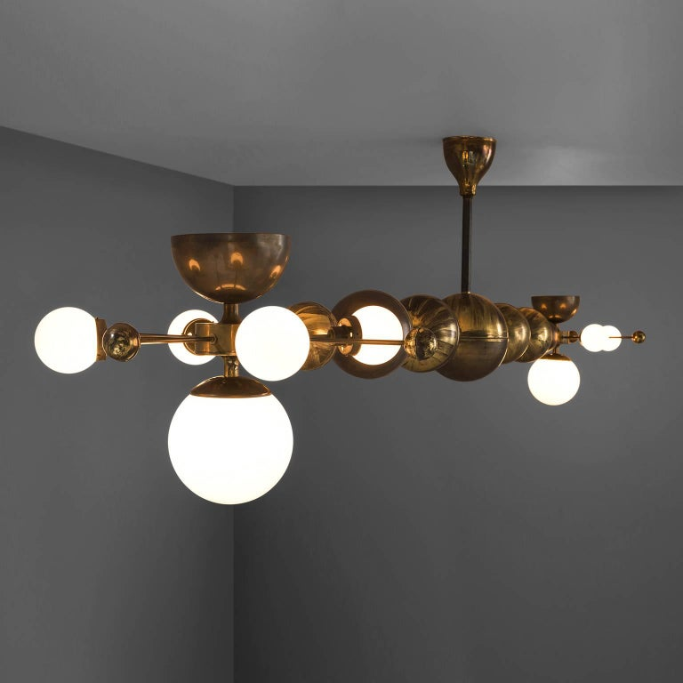 Mid-Century Modern Large Sputnik Chandelier in Glass and Patinated Brass, circa 1960 For Sale