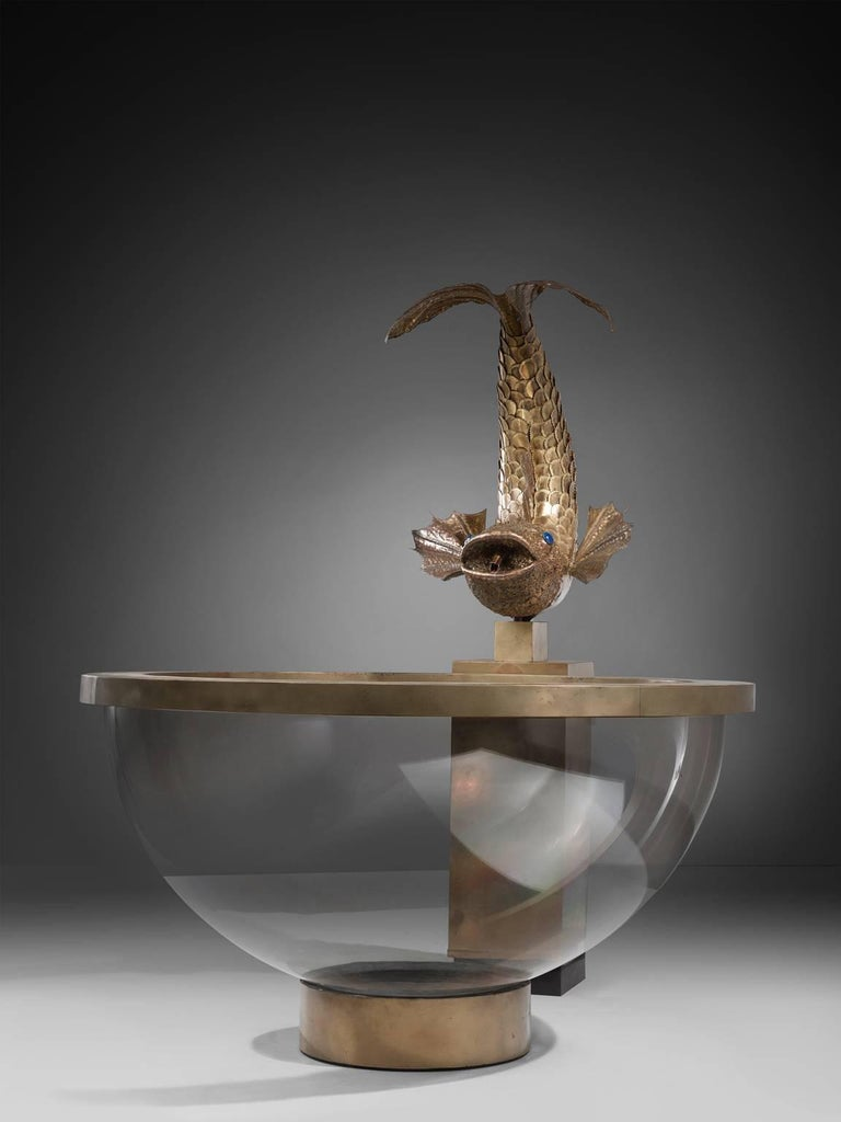 Hollywood Regency Luxurious Fish Fountain in Brass and Lucite, France, 1960s For Sale