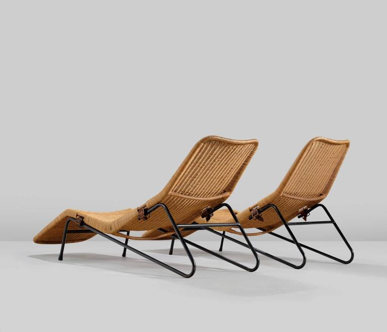 Set of two chaise lounges in cane for sale at 1stdibs for Cane chaise longue