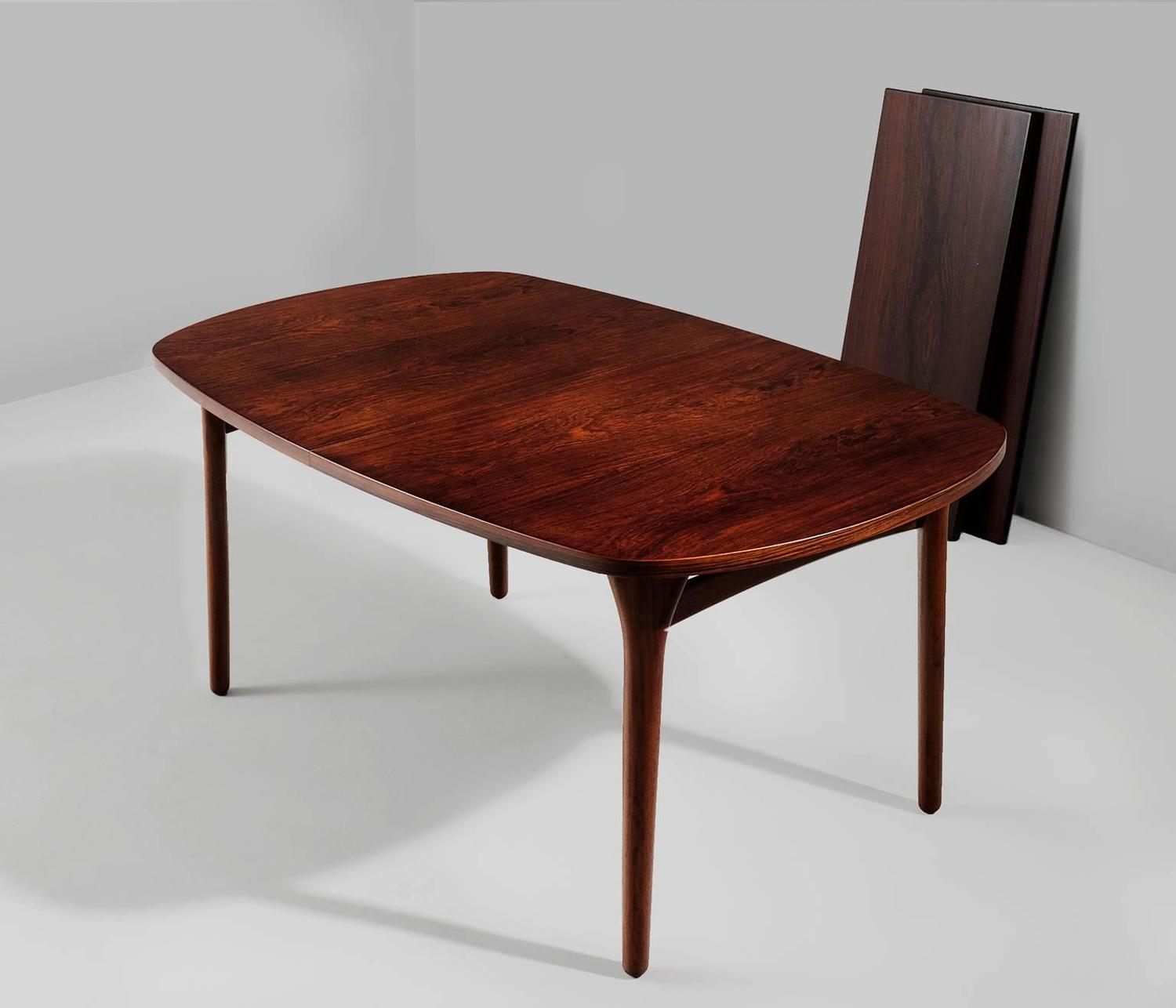 Large rosewood oval dining table for sale at 1stdibs for Most beautiful dining room tables