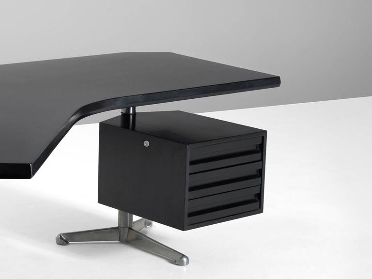 Lacquered Osvaldo Borsani Boomerang T-96 Desk for Tecno Milano For Sale