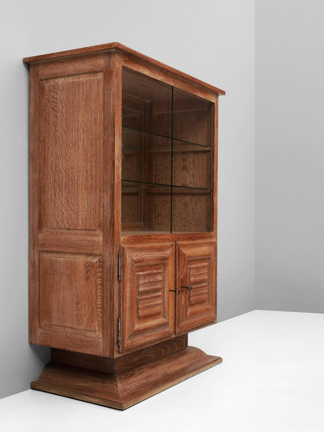 art deco vitrine cabinet in oak for sale at 1stdibs. Black Bedroom Furniture Sets. Home Design Ideas
