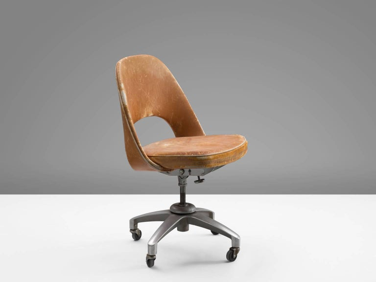 Excellent Eero Saarinen Executive Desk Chair In Original Cognac Leather Creativecarmelina Interior Chair Design Creativecarmelinacom