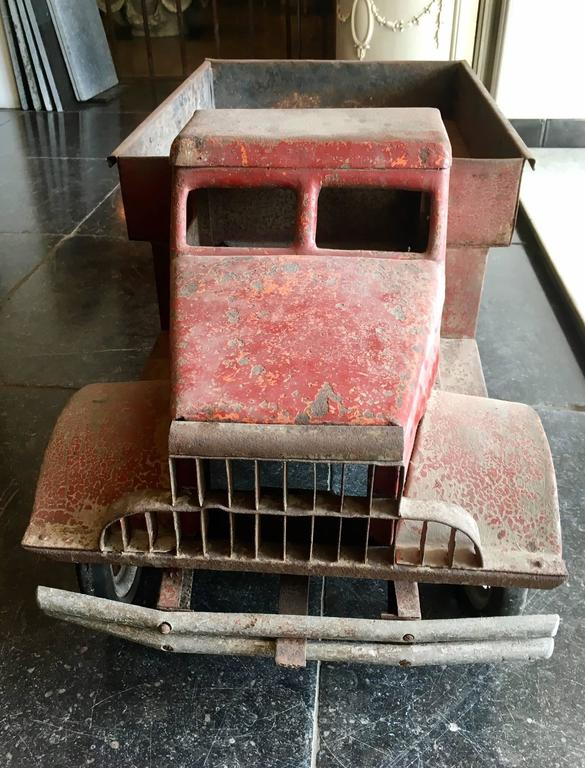 Large Old Polychrome Painted Metal Model of a Lorry In Good Condition For Sale In Baambrugge, NL