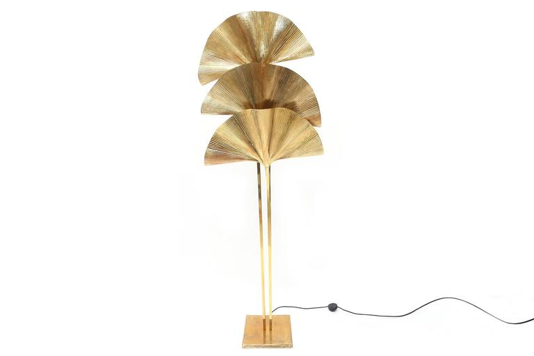 Spectacular Gingko leaf floor lamp, completely in brass.
