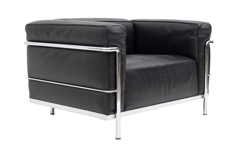 le corbusier lc3 poltrona lounge chair black for sale at 1stdibs. Black Bedroom Furniture Sets. Home Design Ideas