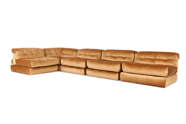 Mah Jong First Edition Modular Sofa in Gold Velvet by Roche Bobois In Excellent Condition For Sale In Antwerp, BE