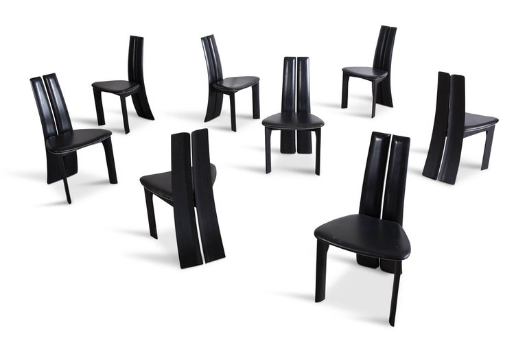 Mid-century modern sculptural ebonized dining chairs, set of eight In Good Condition For Sale In Antwerp, BE
