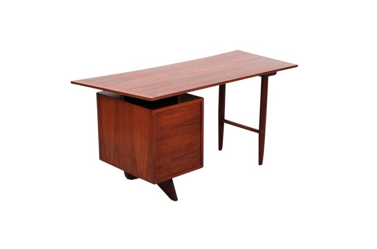 George Nakashima Origins Desk In Excellent Condition For Sale In Belmont, MA