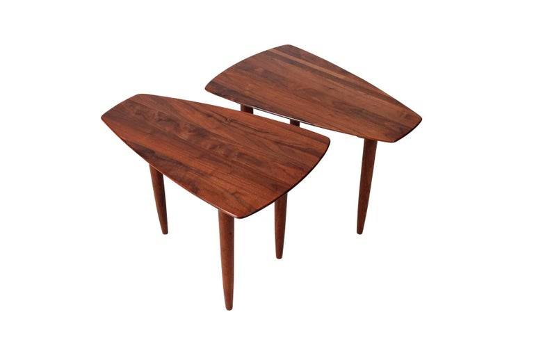 Mid-Century Modern Pair of Walnut Side Tables by Ace-Hi For Sale