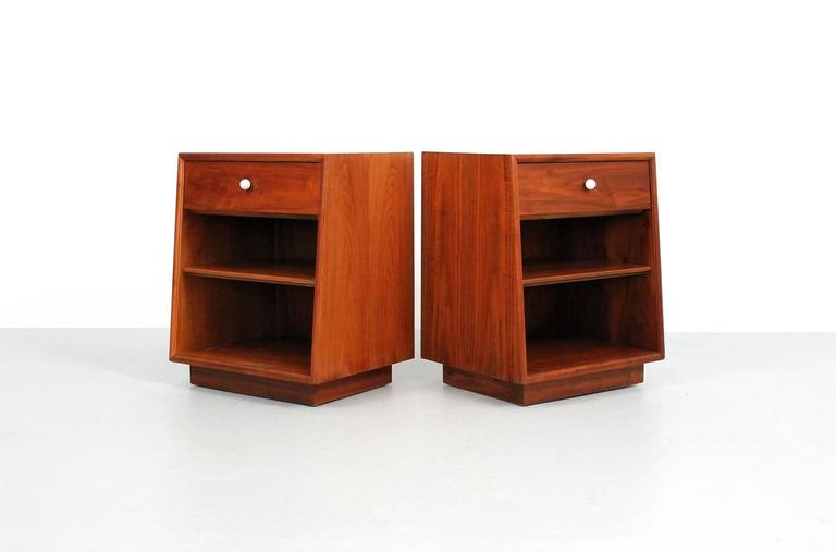 Kipp Stewart for Drexel Nightstands In Excellent Condition For Sale In Belmont, MA