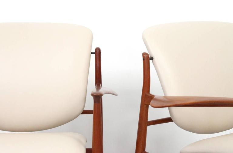Pair of Lounge Chairs by Finn Juhl In Excellent Condition For Sale In Belmont, MA