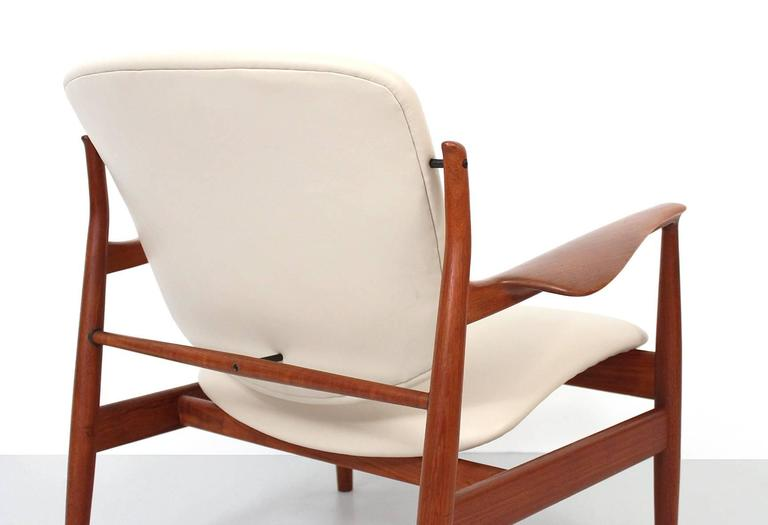 Leather Pair of Lounge Chairs by Finn Juhl For Sale