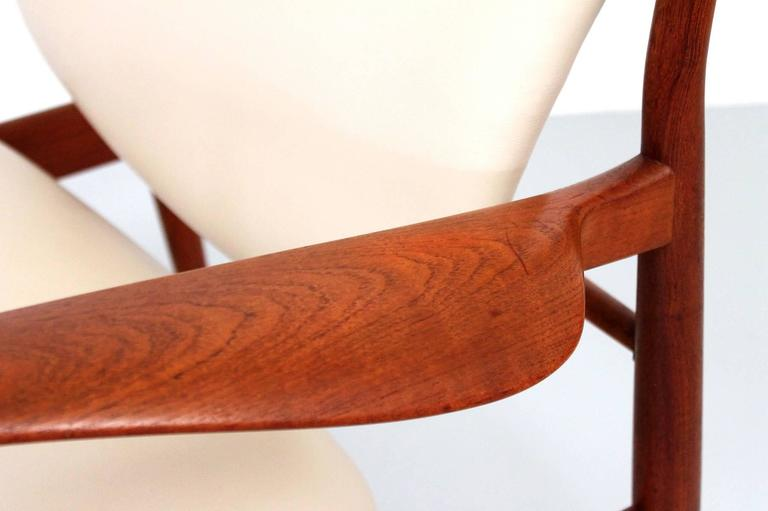 Pair of Lounge Chairs by Finn Juhl For Sale 2