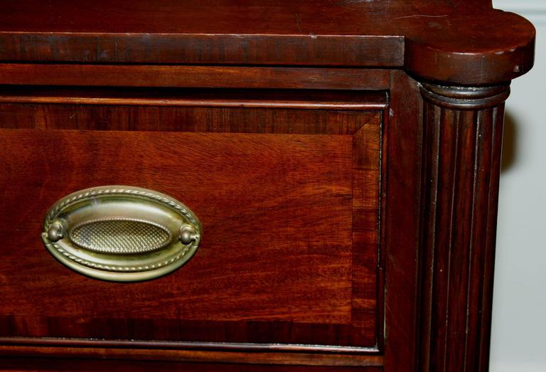 American Sheraton Mahogany Four-Drawer Chest with Ovolu Corners, circa 1820 In Good Condition For Sale In Milford, NH