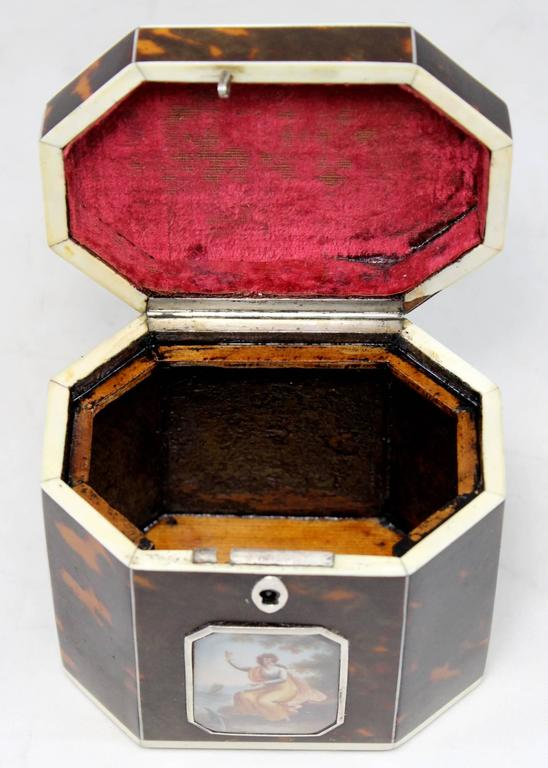 Exceptional Late 18th Century English Tea Caddy in Tortoiseshell For Sale 1