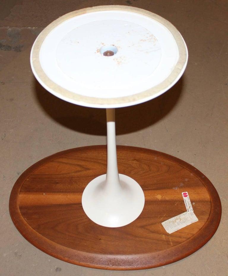 Cast Knoll Tulip Oval Side Table by Eero Saarinen, circa 1979 For Sale