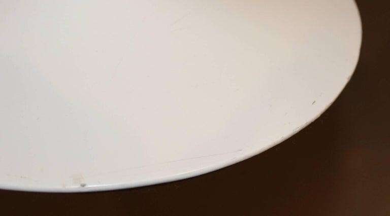 Knoll Tulip Oval Side Table by Eero Saarinen, circa 1979 For Sale 1