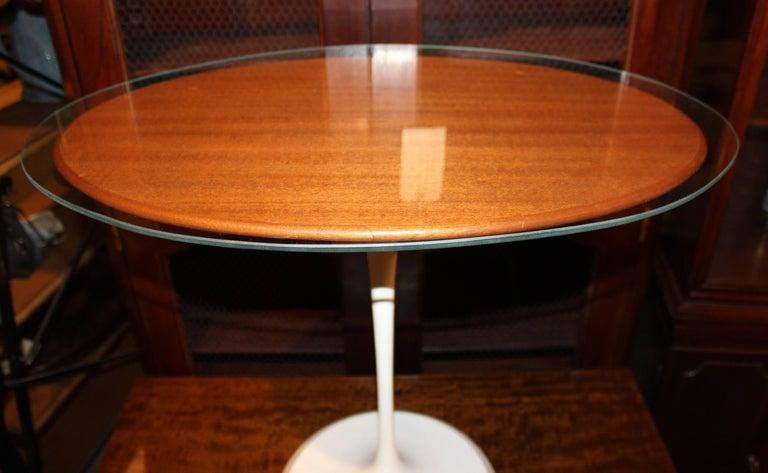 Knoll Tulip Oval Side Table by Eero Saarinen, circa 1979 For Sale 2