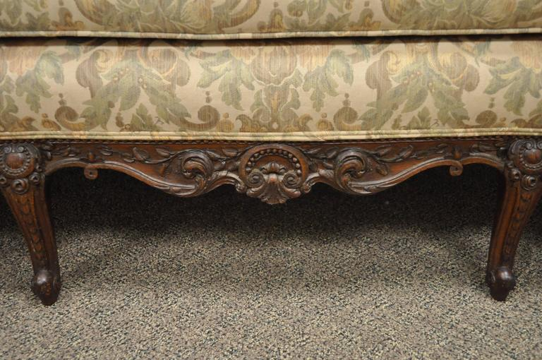 1930s French Louis XV Hollywood Regency Style Finely Carved Mahogany Sofa In Excellent Condition For Sale In Philadelphia, PA