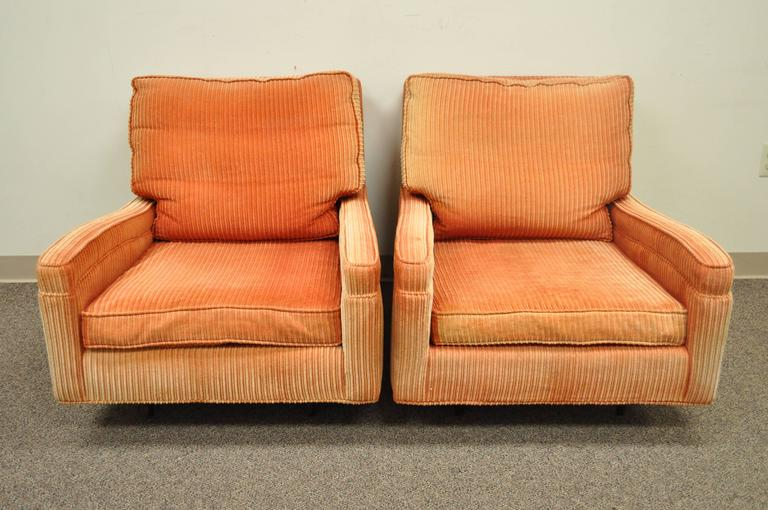 Pair of Mid-Century Modern Milo Baughman Upholstered Sculpted Club Lounge Chairs For Sale 3