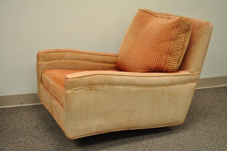 Pair of Mid-Century Modern Milo Baughman Upholstered Sculpted Club Lounge Chairs In Good Condition For Sale In Philadelphia, PA