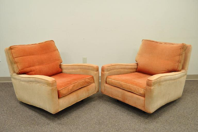 American Pair of Mid-Century Modern Milo Baughman Upholstered Sculpted Club Lounge Chairs For Sale
