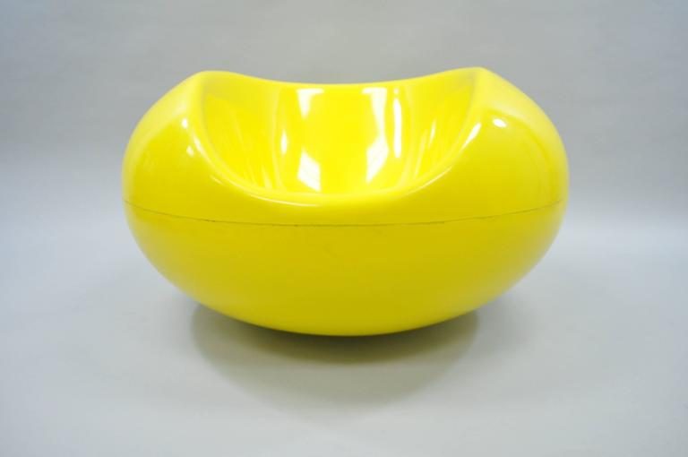 Eero Aarnio for Asko Yellow Fiberglass Pastille Pod Gyro Lounge Chair For Sale 3