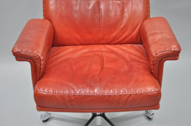 Vintage De Sede DS 35 Red Leather & Chrome Caster Executive Swivel Desk Chair In Good Condition For Sale In Philadelphia, PA