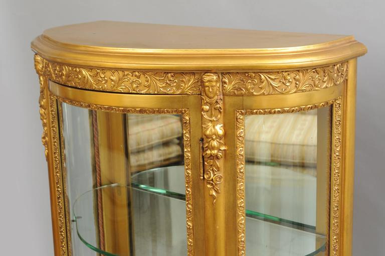 Beau Small French Louis XV Style Gold Giltwood Curved Glass Vitrine Curio Cabinet  In Good Condition For