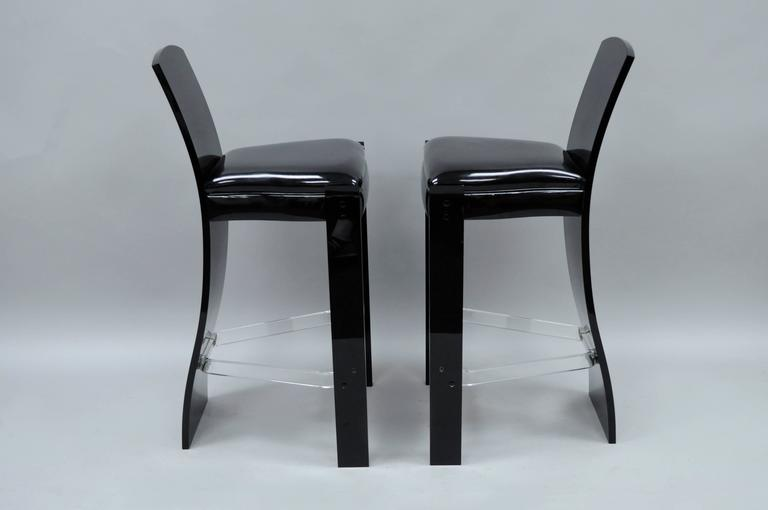 Pair of Black Lucite Hill Mfg. Mid Century Modern Curved Sculptural Bar Stools In Good Condition For Sale In Philadelphia, PA