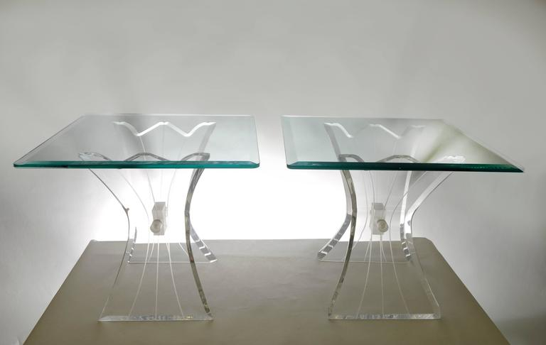 Pair of Lucite Butterfly Wing Glass End Table Hollywood Regency, Lion in Frost In Excellent Condition For Sale In Philadelphia, PA