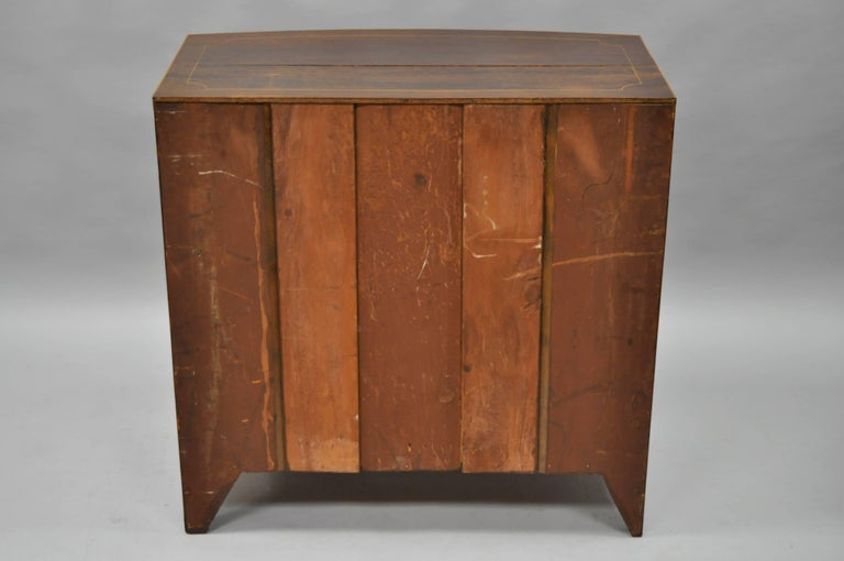 American Federal Crotch Mahogany Inlaid Five-Drawer Bachelor Chest or Dresser For Sale 5