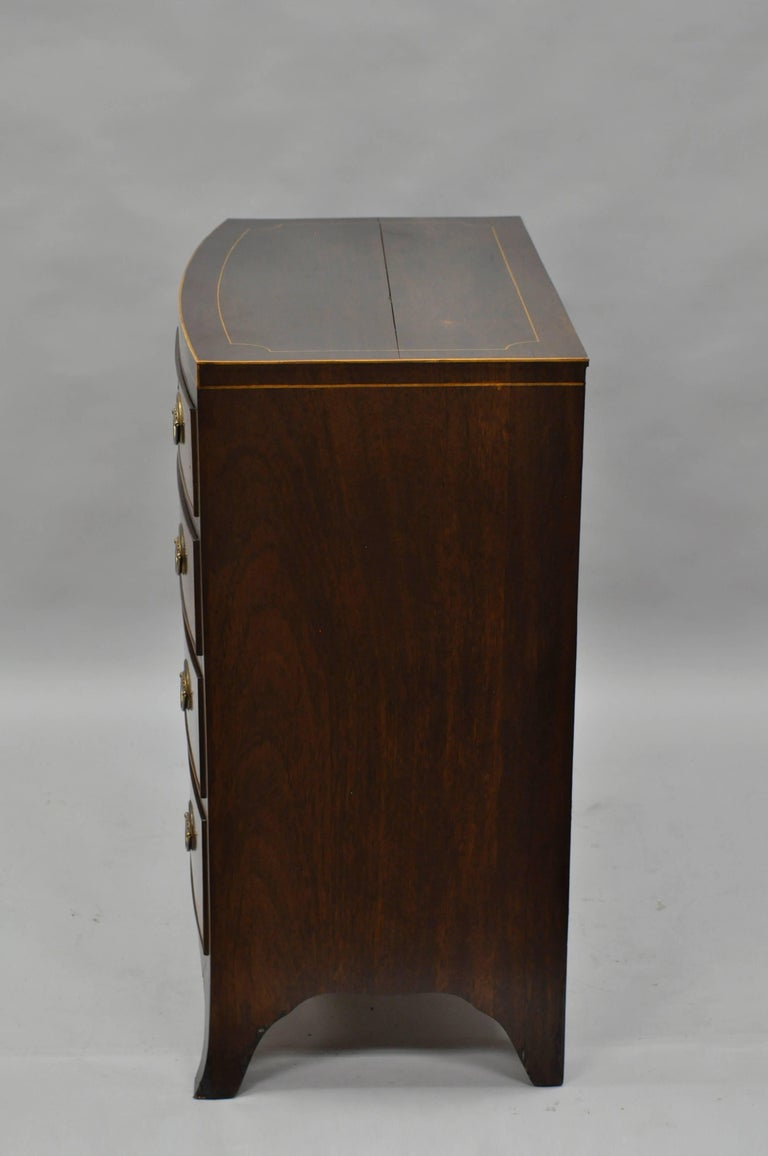 American Federal Crotch Mahogany Inlaid Five-Drawer Bachelor Chest or Dresser For Sale 3