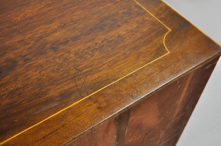 American Federal Crotch Mahogany Inlaid Five-Drawer Bachelor Chest or Dresser For Sale 4