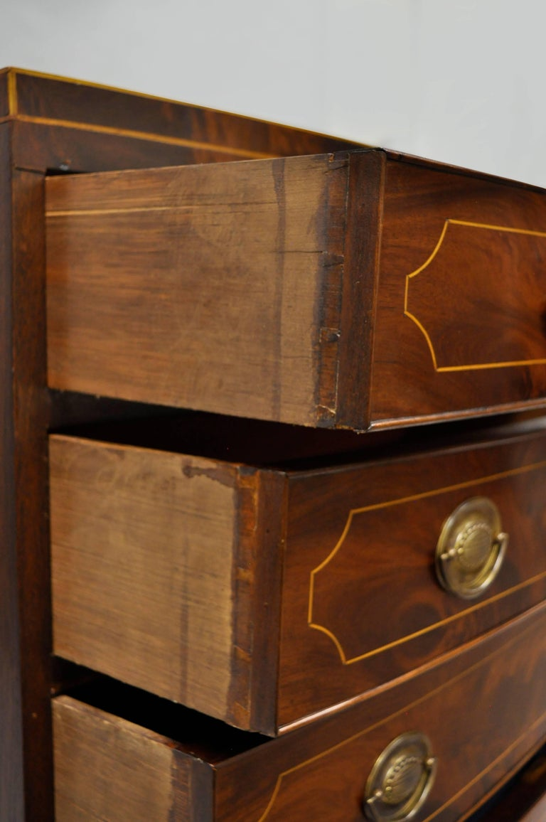 American Federal Crotch Mahogany Inlaid Five-Drawer Bachelor Chest or Dresser For Sale 1