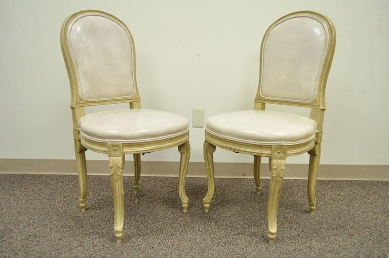 Set of 6 French Louis XV Style Carved & Painted Cream Leather Dining Chairs In Good Condition For Sale In Philadelphia, PA