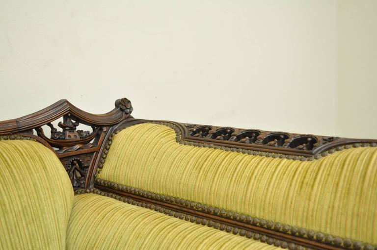 1930s Mahogany Chinese Chippendale Transitional Swan and Serpent Carved Sofa For Sale 2