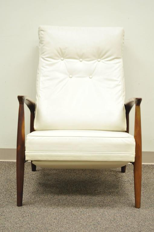 American Milo Baughman for James Inc Thayer Coggin Sculpted Walnut Recliner Lounge Chair For Sale