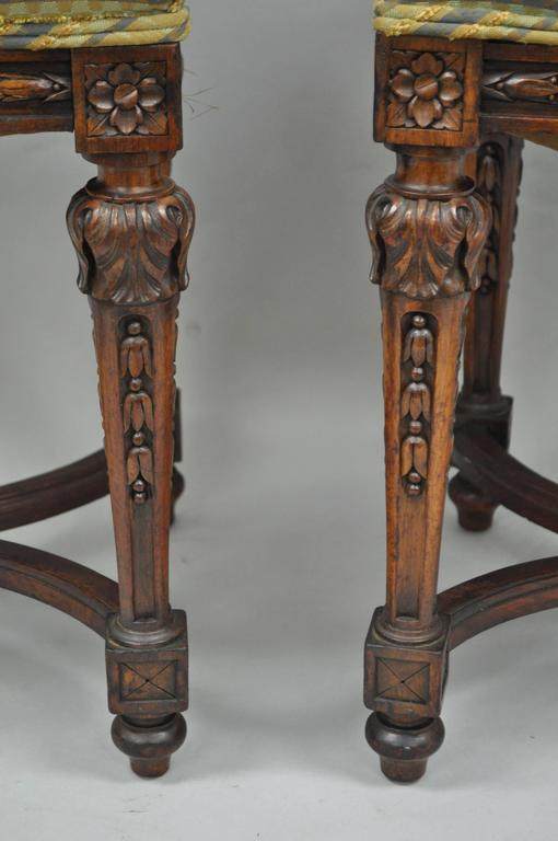 Pair of 1930s French Carved Walnut Louis XVI Style Victorian Stools Ottomans In Good Condition In Philadelphia, PA