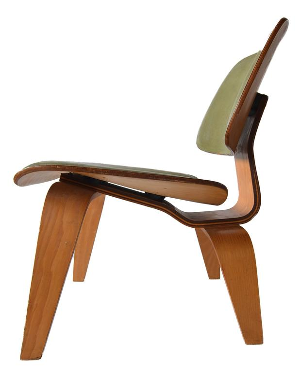 Mid-Century Modern Charles Eames Leather LCW for Herman Miller, 1949 For Sale