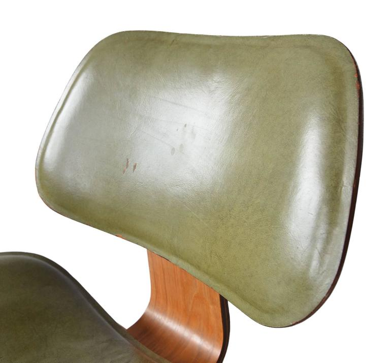Mid-20th Century Charles Eames Leather LCW for Herman Miller, 1949 For Sale