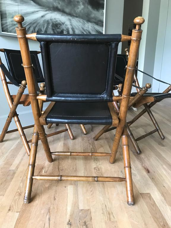 Early 20th Century Early 1900s English Leather and Oak Folding Campaign Chairs For Sale