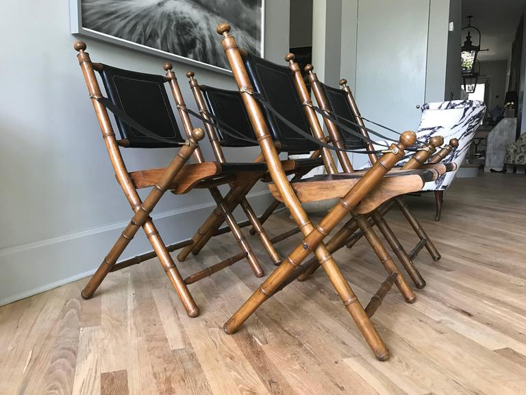 Early 1900s English Leather and Oak Folding Campaign Chairs In Good Condition For Sale In Nashville, TN