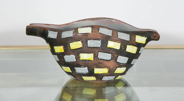 Unusual ceramic bowl or vase. Partly glazed in yellow and grey. Signed : Raymor, Italy Italy, 1970s.