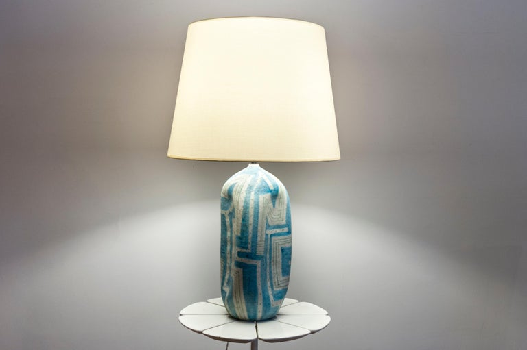 Ceramic lamp with geometric bleu and white pattern. Signed: Guido Gambone (1909-1969) Italy, circa 1950  Measures: Height 41 cm (16.14 in.) Diameter 19 cm (7.5 in.)