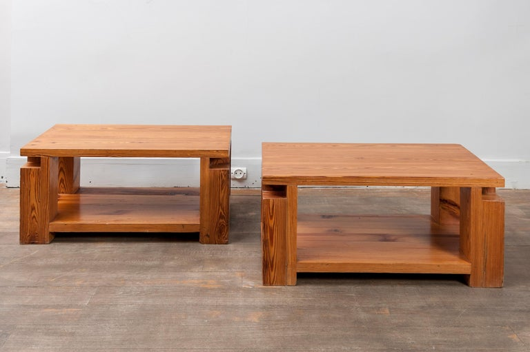 Pair of end tables in solid pinewood